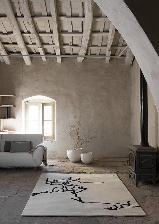 Очень уютная гостиная в светлых тонах, где незамысловатая простая шпатлевка выглядит очень гармонично и придает комнате еще большего уюта