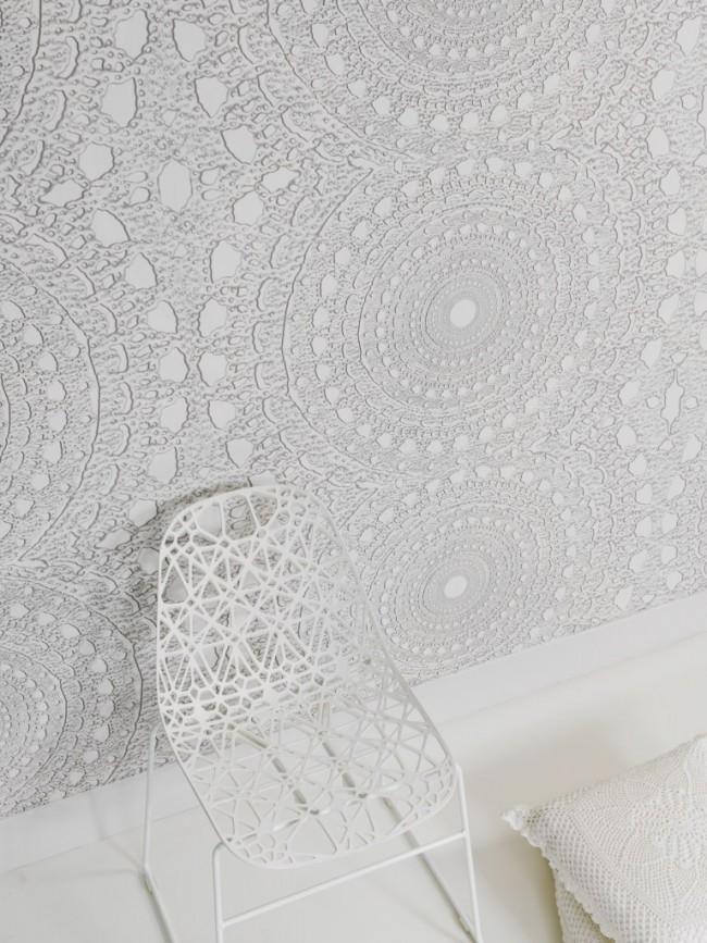 Необычайно красивая белая венецианская штукатурка, имитирующая узоры вязания крючком