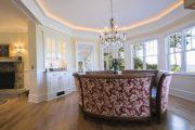 Фото 8 Плинтус для натяжного потолка: виды конструкций и 60+ фото стильных воплощений в интерьере