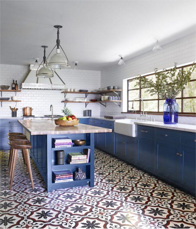 Узорная плитка для кухни в стиле кантри