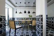 Фото 22 Как выбрать плитку на кухонный пол: обзор лучших интерьерных решений и советы специалистов
