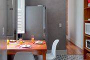 Фото 27 Как выбрать плитку на кухонный пол: обзор лучших интерьерных решений и советы специалистов