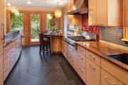 Фото 29 Как выбрать плитку на кухонный пол: обзор лучших интерьерных решений и советы специалистов