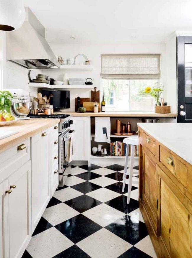Классическая шахматная плитка в современной кухне