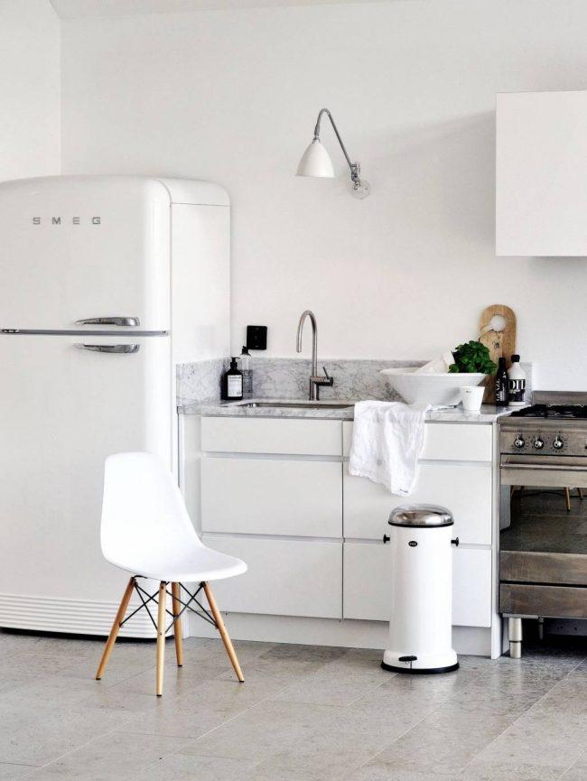 Идеально ровный пол в кухне, с помощью плиточного покрытия