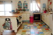 Фото 39 Как выбрать плитку на кухонный пол: обзор лучших интерьерных решений и советы специалистов