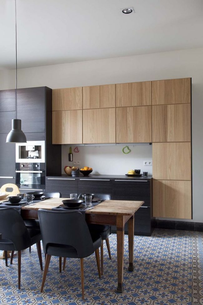 Красивая узорная плитка заменит на кухне ковровое покрытие