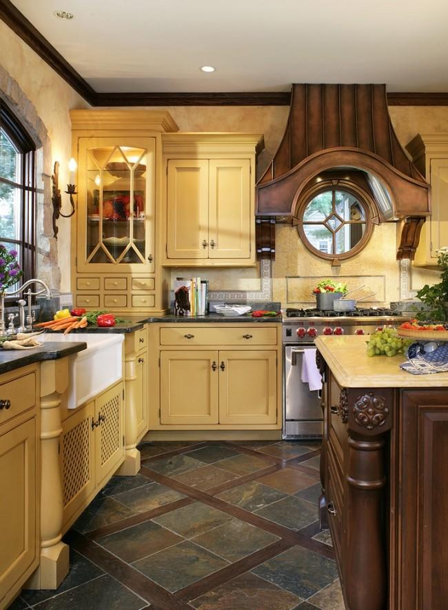 Керамогранитная плитка на полу теплой и уютной кухни
