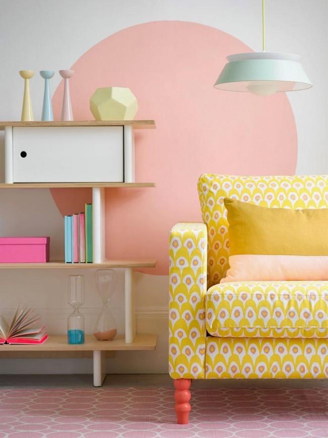 Обивка мебели на дому: нежные теплые оттенки в современной гостиной