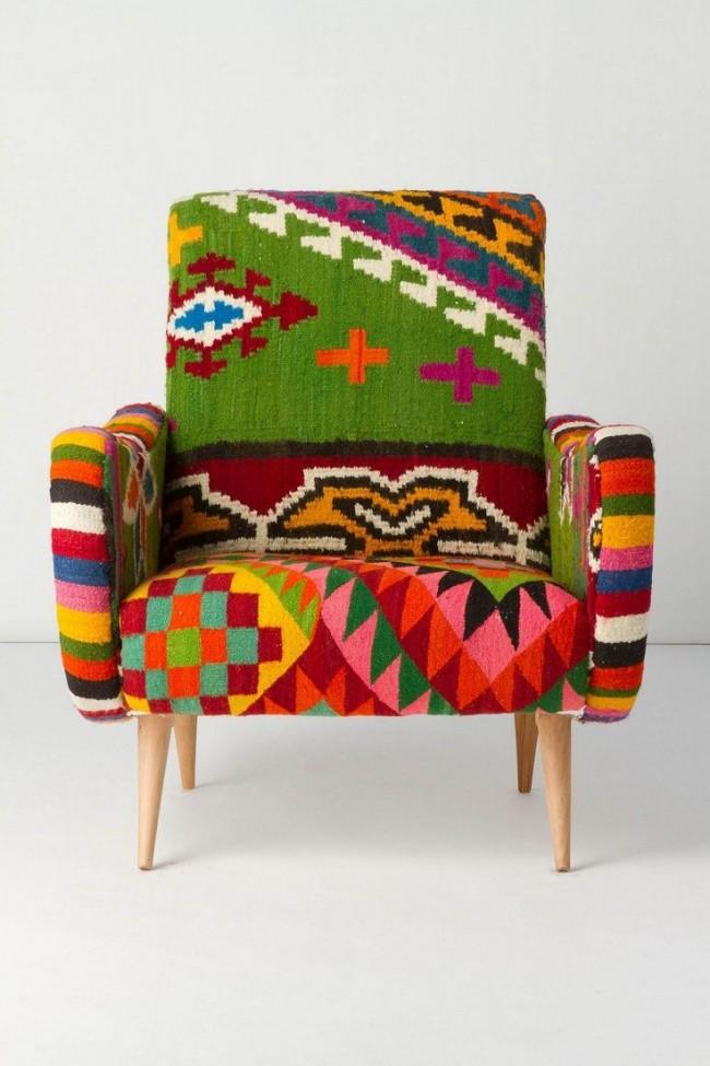 Из старых шерстяных дорожек может получиться интересное кресло