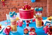 Фото 2 Сервировка стола на день рождения: 55 вдохновляющих идей для незабываемого праздника