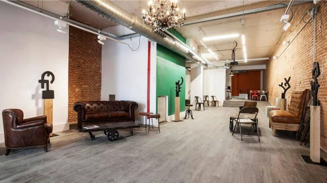 """Интерьер в """"чердачном стиле"""" больше всего любят представители творческих профессий. А хрестоматийный пример такого пространства - та самая, всемирно известная первая """"Фабрика"""" Уорхола на Манхэттене"""