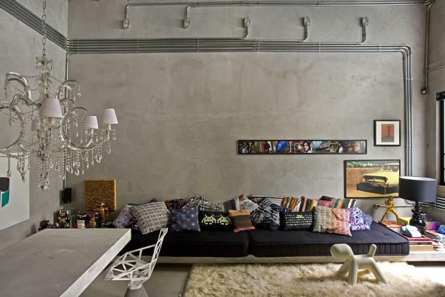 """Интерьер небольшой квартиры-студии бразильского архитектора Гильерме Торреса с дизайном его же авторства. Из голого бетона здесь не только стены, но и кухонный стол, и даже подиум с """"посадочными местами"""" в гостиной. Обратите внимание на стильную и практичную открытую сьемную электропроводку на стенах"""