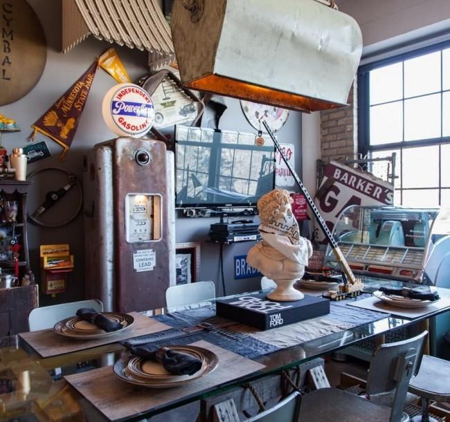 """Интерьер небольшого (всего около 65 кв. м) помещения, которое полностью преобразил, лишь с помощью винтажного и не очень декора, арендатор - молодой """"коллекционер воспоминаний"""". Миннеаполис, Миннесота, США"""