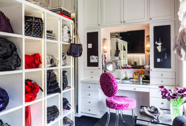 Некоторые модели будут весьма гармонично смотреться в небольшой гардеробной комнате