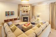 Фото 1 Угловые диваны в гостиной: 55 решений для тех, кто выбирает комфорт и релаксацию