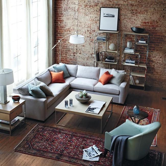 Гостиная комната должна быть оформлена так, чтобы ее окружение вселяло тепло и уют. Хорошее освещение и комфортабельная мебель - прежде всего