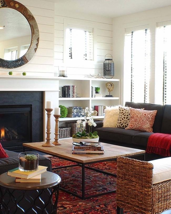 Небольшая корпусная стенка в атмосферной гостиной преимущественно в светлых тонах с яркими акцентами