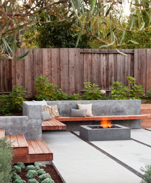 Нарочитая неаккуратность в интерьере может стать отличным фоном для аскетично оформленного пати во дворике
