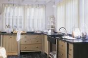 Фото 9 Жалюзи на кухню: советы по выбору и 35+ эстетически верных решений для дома