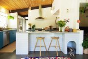 Фото 3 Бело-голубая кухня: как гармонизировать интерьер и 105 беспроигрышных вариантов оформления