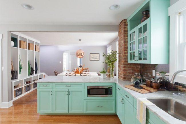 Голубая кухня оттенка лазури