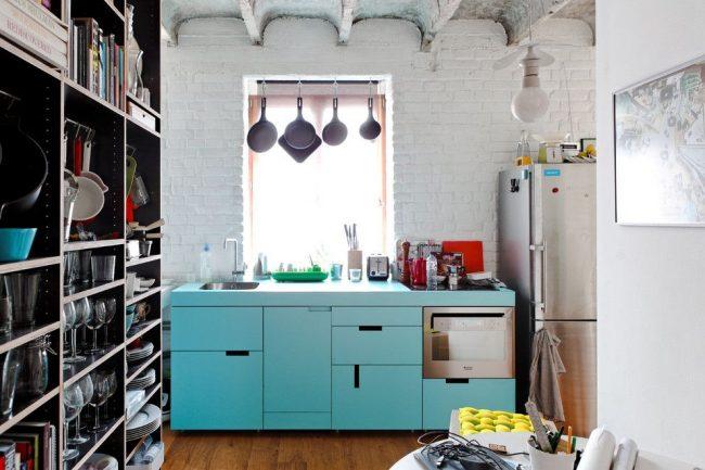 Лазурный цвет в оформлении эклектичной кухни