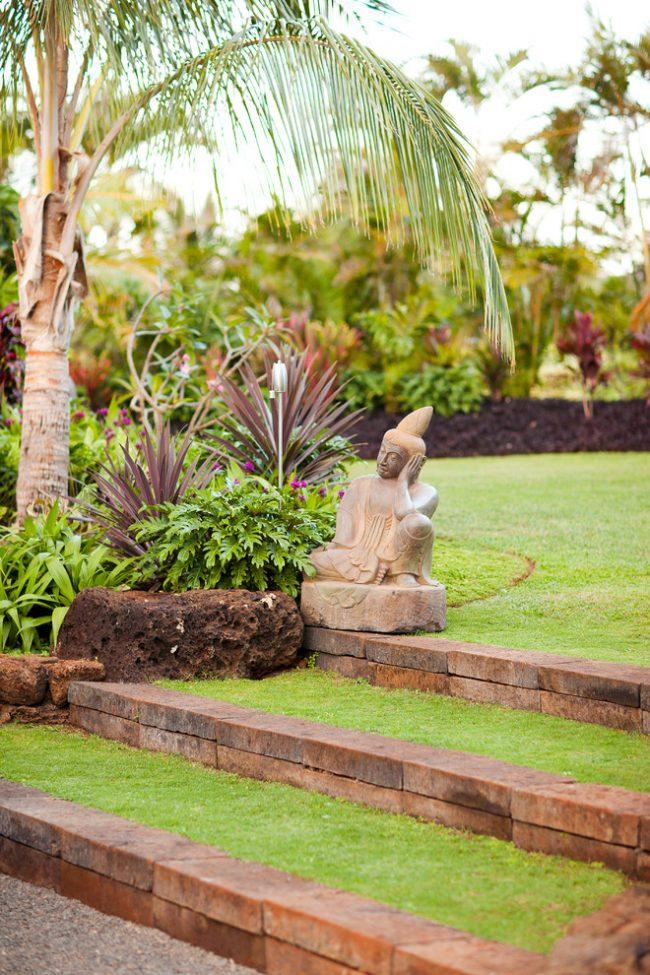 Садовые скульптуры отлично впишутся в ландшафт восточного стиля