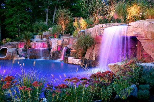 Освещение сделает ваш сад уютным даже в ночное время суток