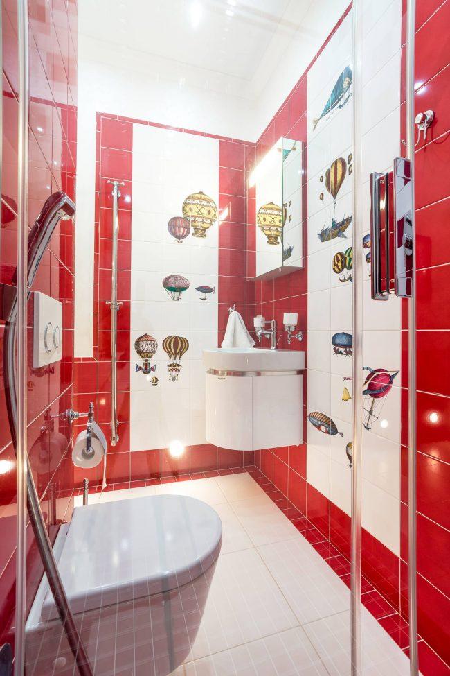 Красный цвет в интерьере ванной комнаты, совмещенной с туалетом