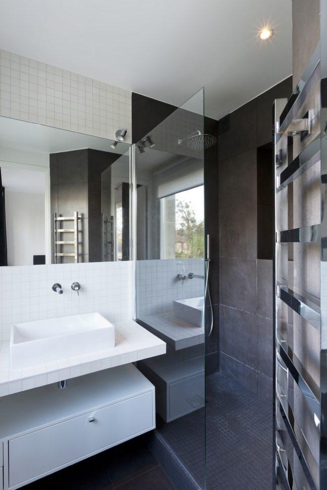 Разделение цветом отдельных зон в интерьере ванной комнаты