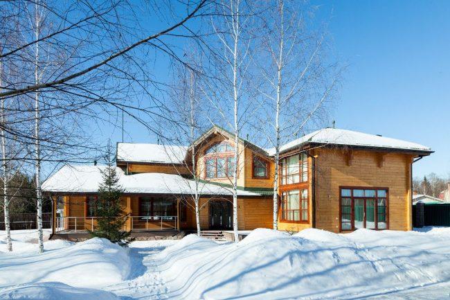 Уютный дом из светлого бруса по индивидуальному проекту