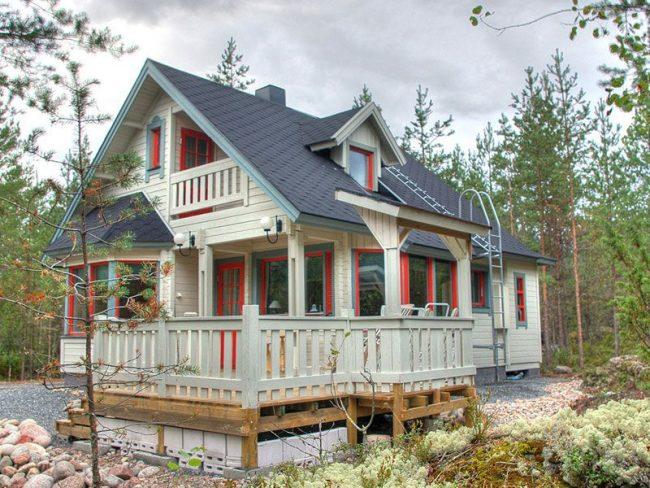 Проекты домов из бруса для постоянного проживания: небольшой светлый дом из бруса с мансардой