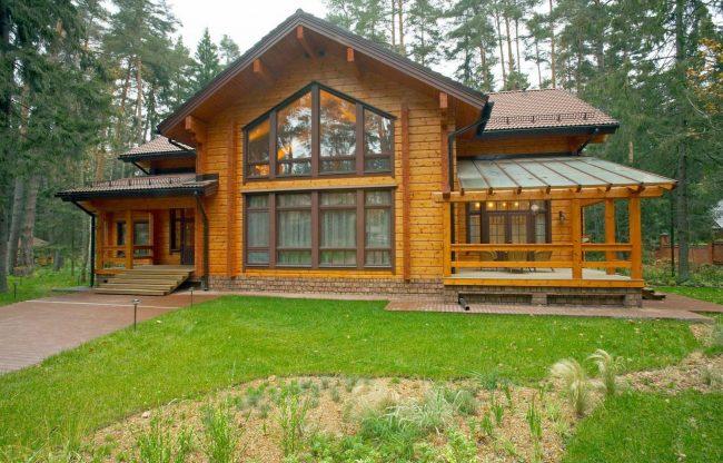 Дом из клееного бруса с террасой