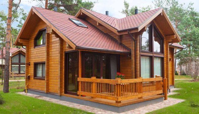 Дом из профилированного бруса с большими окнами