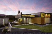 Фото 13 Фасадные панели для наружной отделки дома: разновидности и 80 практичных решений для стильного экстерьера