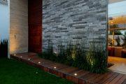 Фото 27 Фасадные панели для наружной отделки дома: разновидности и 80 практичных решений для стильного экстерьера