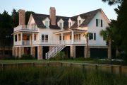 Фото 29 Фасадные панели для наружной отделки дома: разновидности и 80 практичных решений для стильного экстерьера
