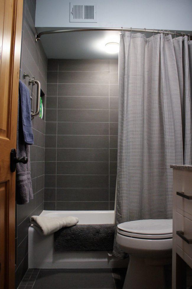 Ассиметричные карнизы чаще всего используют для акриловых ванн