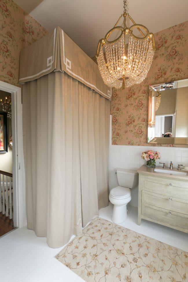 Дизайн маленькой ванной комнаты в традиционном стиле
