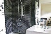 Фото 14 Угловой карниз для ванны: особенности выбора и 75+ функциональных и стильных воплощений