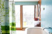 Фото 18 Угловой карниз для ванны: особенности выбора и 75+ функциональных и стильных воплощений
