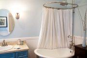 Фото 1 Угловой карниз для ванны: особенности выбора и 75+ функциональных и стильных воплощений