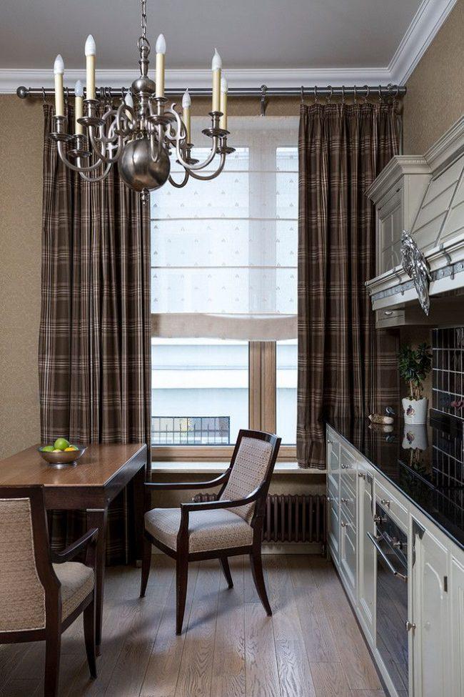 Кухня в классическом стиле с круглым металлическим карнизом