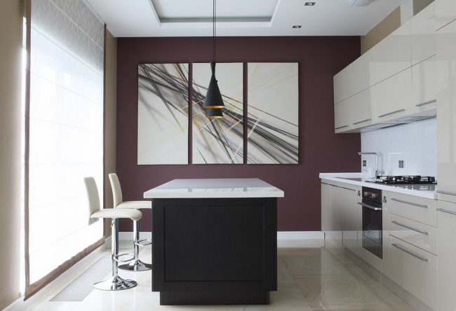Модульная картина с черно-белой абстракцией на современной кухне