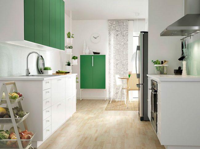 Стильная кухня IKEA в бело-зеленом цвете