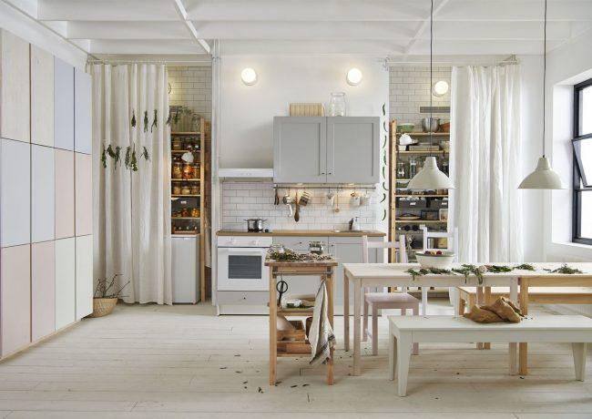 Просторная светлая кухня от IKEA