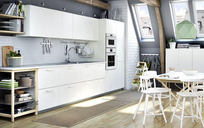 Просторная белая кухня Вединге от IKEA