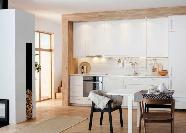 Встроенная белая кухня от IKEA Метод