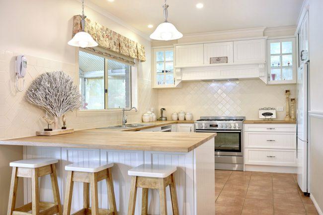Кантри в современном оформлении кухни